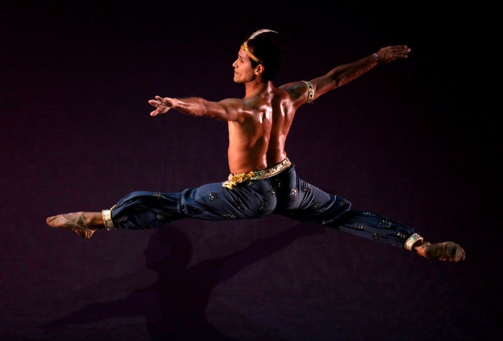 José Manuel Carreño performing at the 22nd Havana International Ballet Festival, 2010. Photo by Enrique De La Osa.
