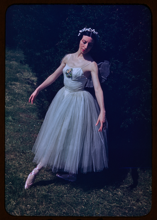 Alicia Markova in <i>Les Sylphides</i>, 1944. Photo by Carl Van Vechten.