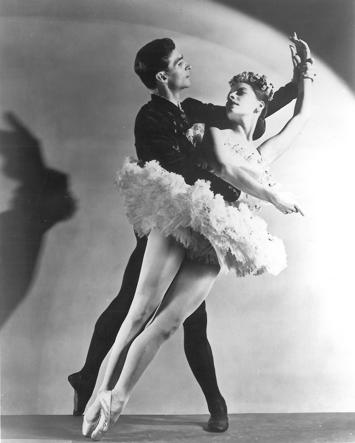 Alicia Alonso and Igor Youskevitch in <i>Theme and Variations</i>. © The George Balanchine Trust. Photo: Alfredo Valente.